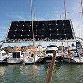 panneau solaire sur mât bateau